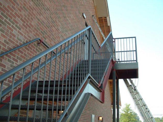 Наружные металлические лестницы фото
